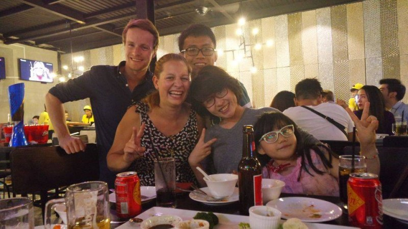 Thin & Ngọc (mit ihrer Nichte My My) zeigen uns, wo sie Party machen