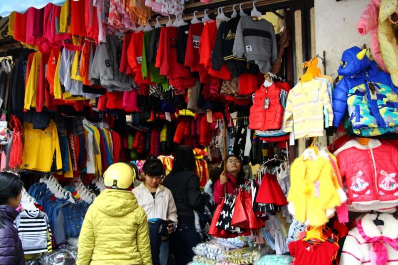 Das Old Quarter von Hanoi ist voller Läden.