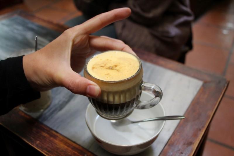 Egg-Coffee mit einem rohen Ei darin. Ist Gewöhnungsbedürftig :-)