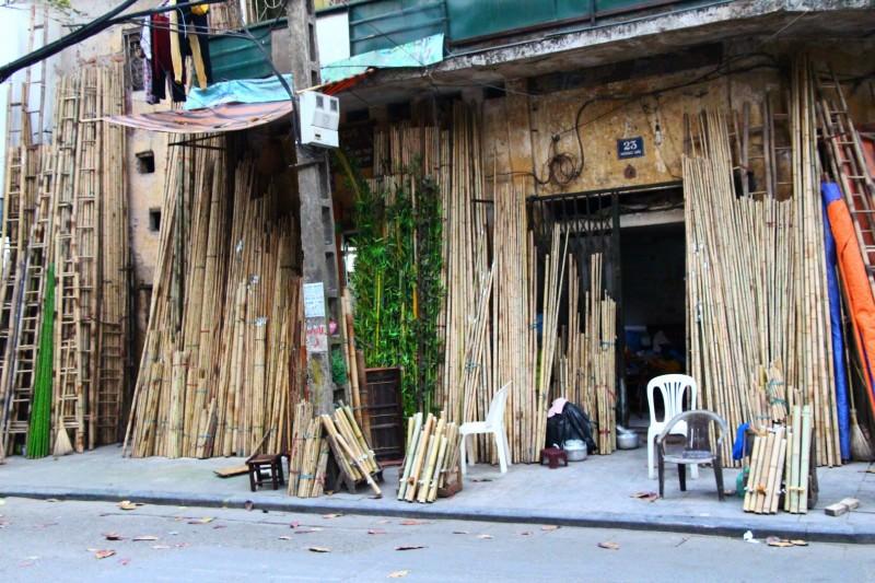 Jede Strasse im Old Quarter verkauft eine bestimmte Sache. Diese Strasse ist spezialisiert auf Bambus.