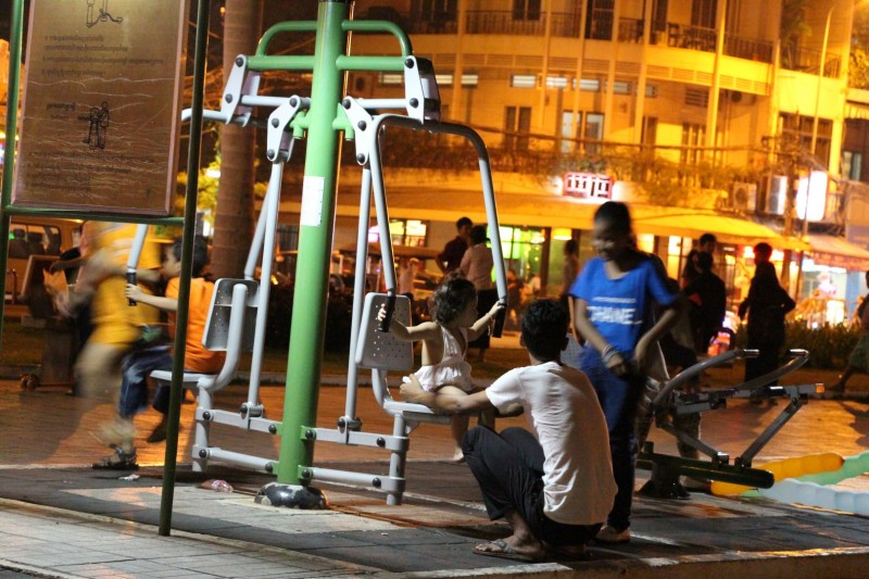 Öffentliche Fitnessgeräte findet man in Südostasien überall.