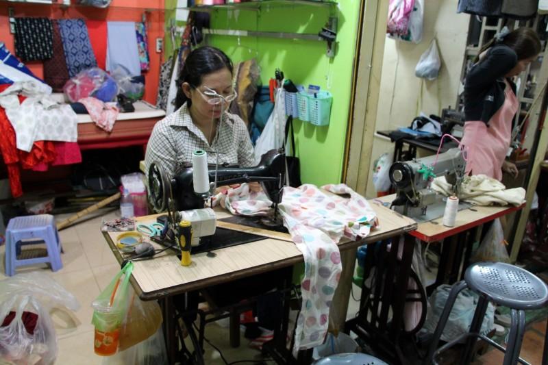 Oftmals werden die Kleider in den Märkten vor Ort hergestellt.