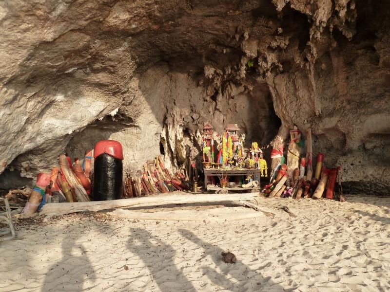 """Wir wissen bis heute noch nicht, was die Bedeutung dieser heiligen Stätte ist. Wir taufen sie mal """"Penis Cave""""."""