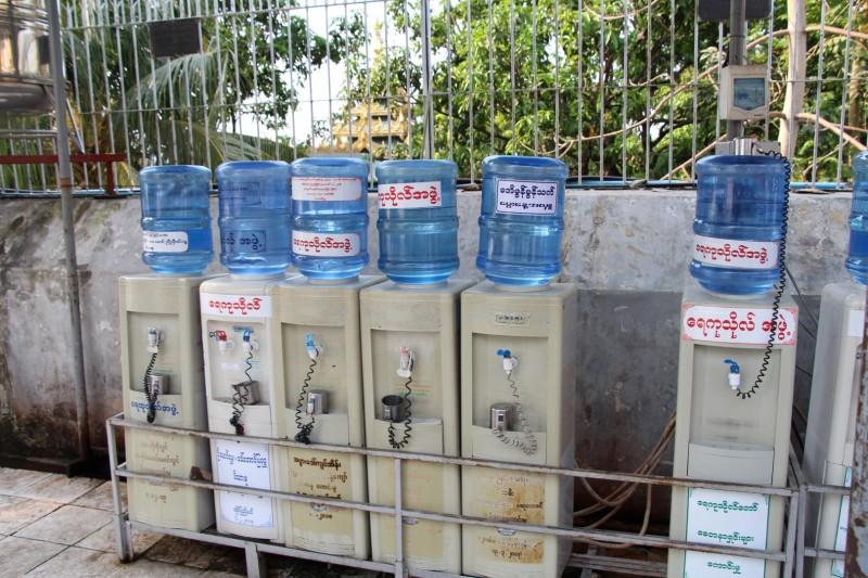 Trinkwasser konnte man an vielen Orten gratis auffüllen.