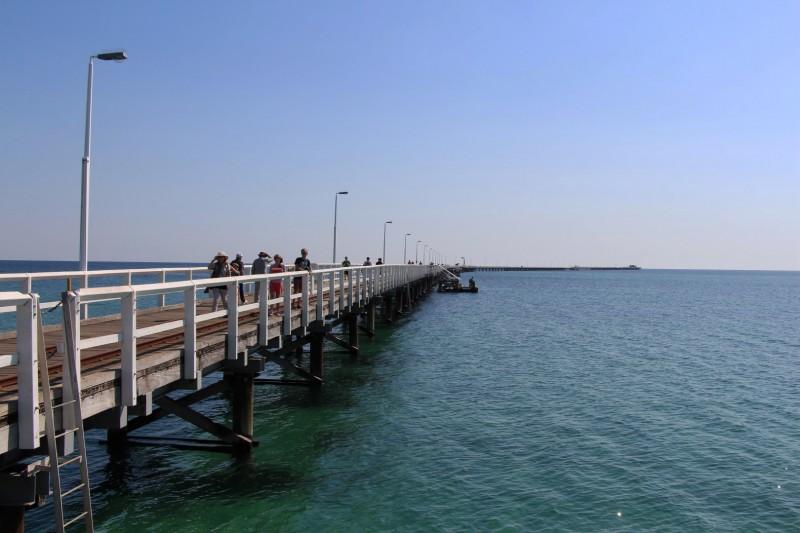 Busselton Jetty, ein 1,8km langer Anlegesteg. Sogar eine Eisenbahn fährt darauf für faule Australier und Touristen.