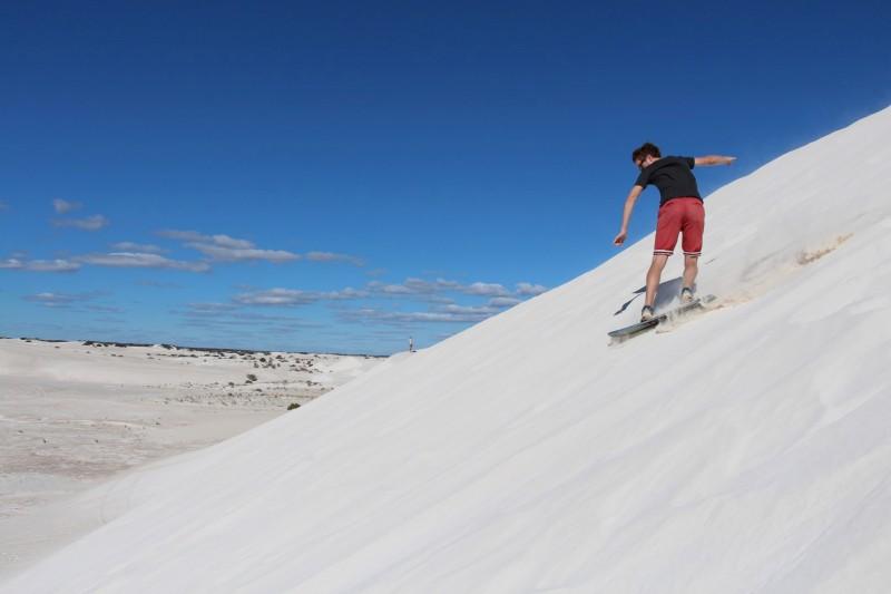 Wir haben den verpassten Winter schon ein bisschen vermisst. Sandboarden ist aber definitiv schwerer als auf dem Schnee