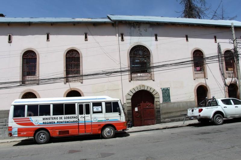 Das Gefaengis San Pedro, hier herscht ein komplett anderes Leben.