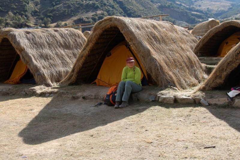 Unsere Zelten passten in die Natur rein, zusaetlich schuetze es vor dem starken Wind.