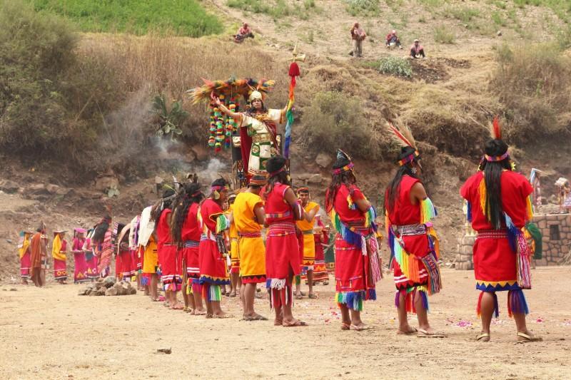 Ein Inkaspiel, leider auf Quechua, haben nichts verstanden.
