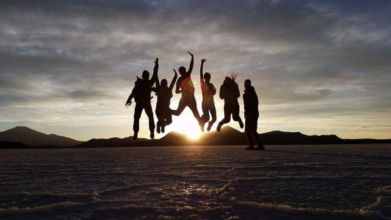 uyuni tour group picture